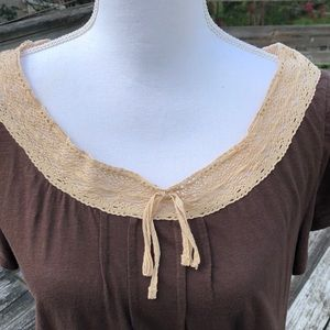 Super cute Tommy Hilfiger brown tee w lace collar